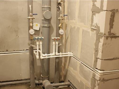 Монтаж труб воды в квартире